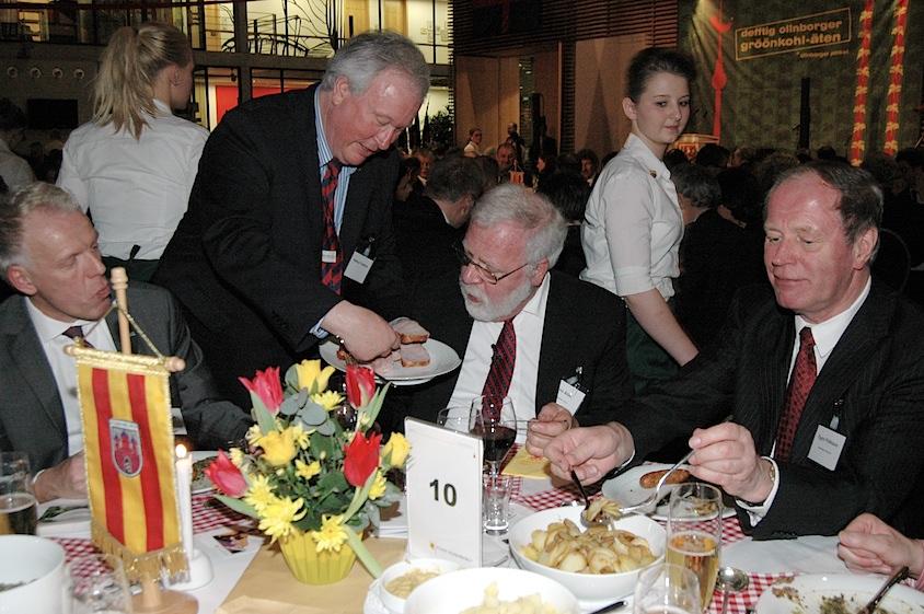 Defftig Ollnborger Gröönkohl-Äten Erwin Abel und Helmut Fokkena