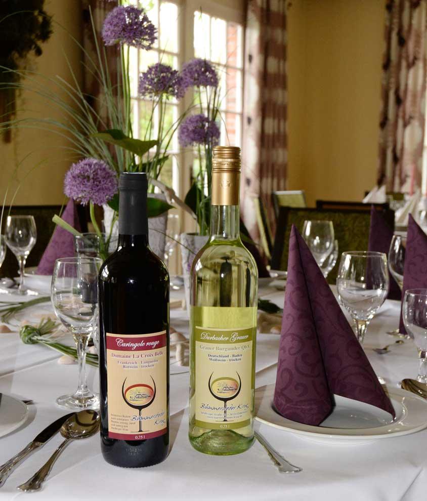Der Bümmersteder Krug erweitert jetzt sein Angebot an edlen Tropfen um zwei Hausweine. Sowohl der Rotwein als auch der Grauburgunder kommen direkt vom Erzeuger und bieten echte Geschmackserlebnisse.