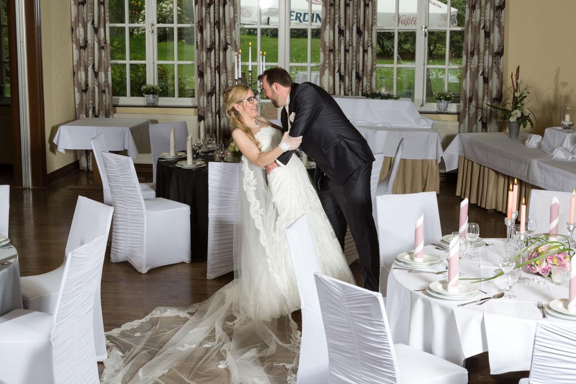 Ihre Hochzeit in Oldenburg können Sie im Bümmersteder Krug mit bis zu 150 Personen feiern. Unser Team und Fachleute unterstützen gerne bei den Planungen.