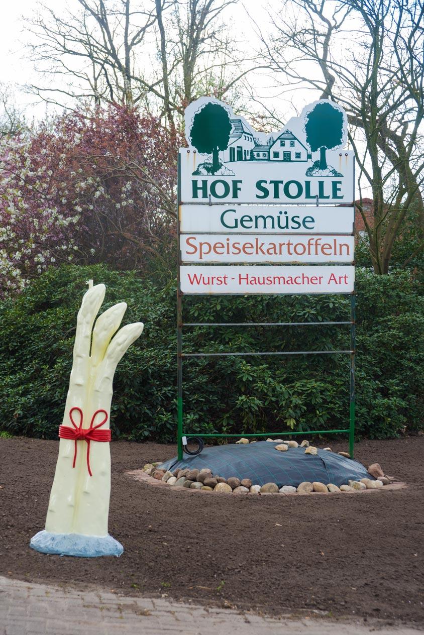 Beim Hof Stolle in Oldenburg gibt es feldfrischen Spargel und vieles mehr.