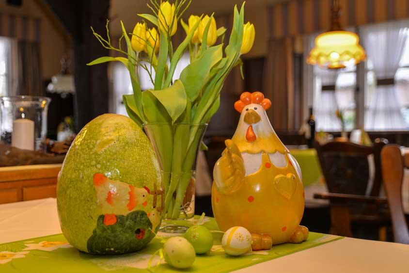 Neben unserer lecker-frischen Frühlingsküche, die wir in diesen Wochen anbieten, haben wir uns wieder ein genussvolles Programm zu Ostern überlegt.