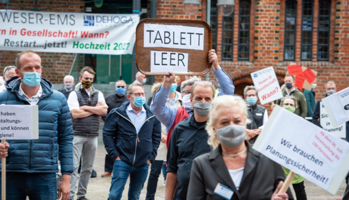 Wir vom DEHOGA Bezirksverband Weser-Ems in Oldenburg haben mit der Jungen DEHOGA Niedersachsen in Hannover für unsere Zukunft demonstriert, um auf die bedrohliche Lage aufmerksam zu machen.
